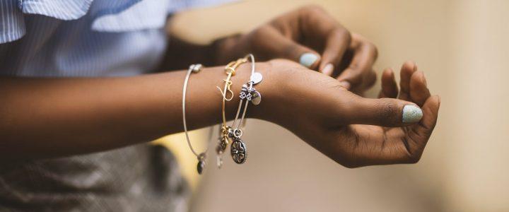 Jaka srebrna biżuteria na prezent?
